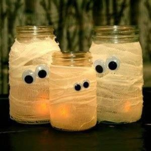 Halloween DIY mason jars with popping eyes
