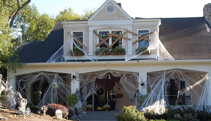 amazing house decoration for Halloween in Canada