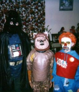 family-halloween-costumes-from-mom
