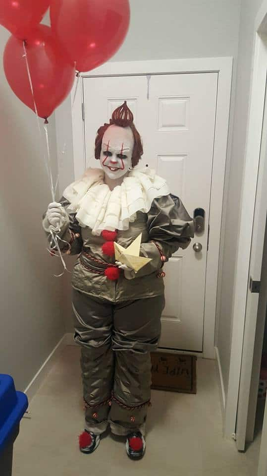 Pennywise IT costume